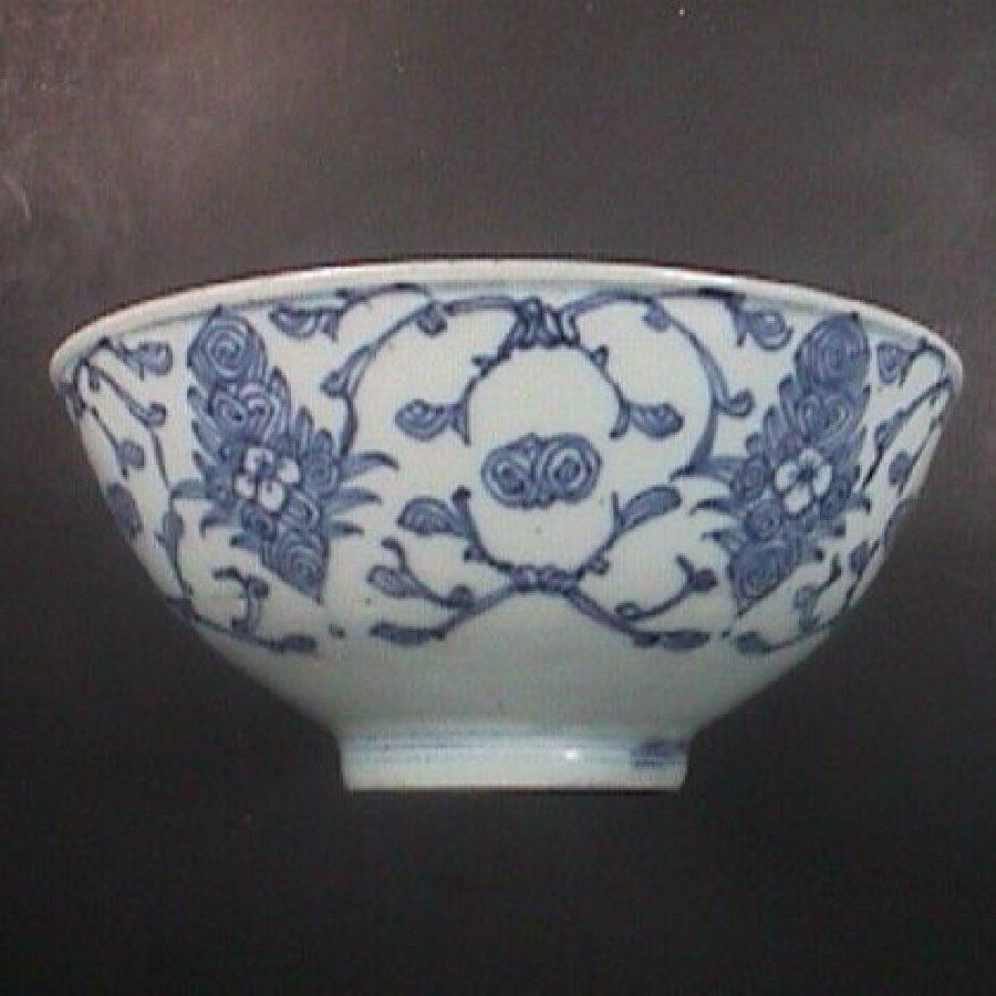 c1830 Chinese Export Blue and White Porcelain Bowl (vines, sacred fungus, fruit, etc.)