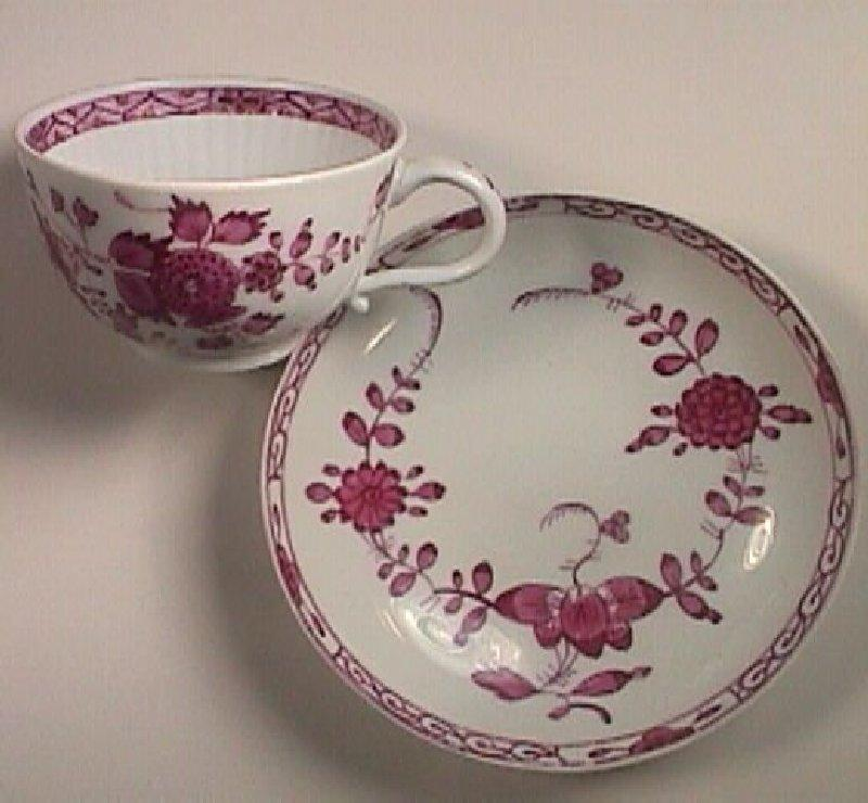 c1785 Meissen Puce Painted Banded Hedge Porcelain Teacup with Puce Saucer (pressnommers on both)