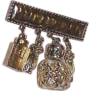 CAROLEE Dangling Charm Brooch