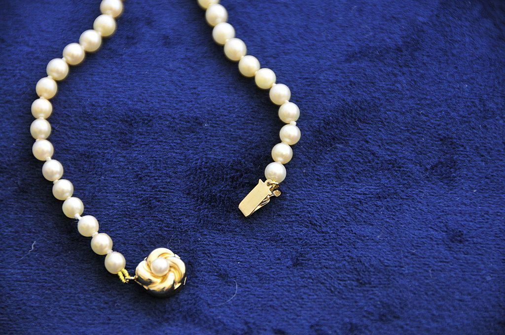 ELEGANT!  Single Graduated Natural Pearl Strand , 14Kt Gold Clasp