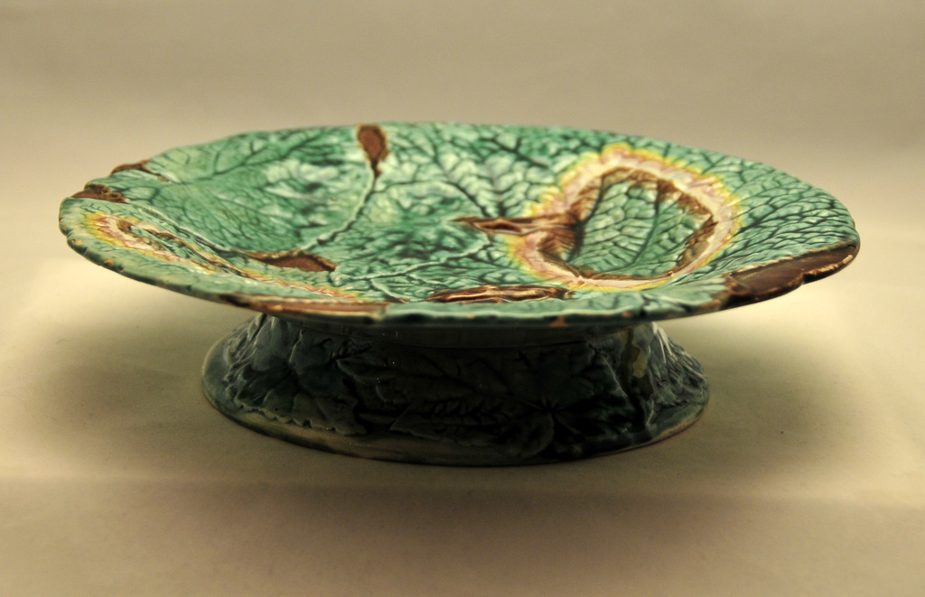 VINTAGE,   Majolica Overlapping Begonia Leaf Pedestal  Comport