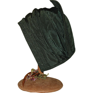 French Child's bonnet