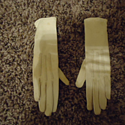 Lovely Pair of white kid gloves for a small girl