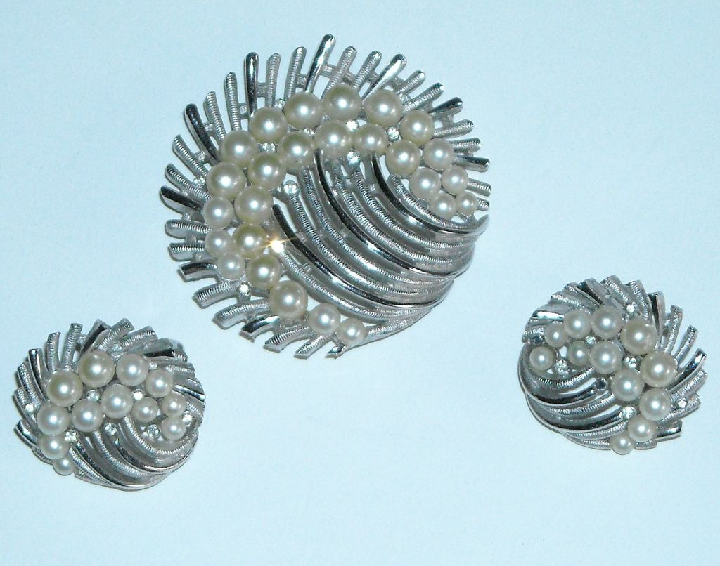 Trifari Pin and Earring Set