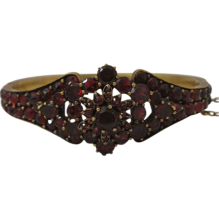 Outstanding Victorian Era Garnet Bangle Bracelet with Vibrant Garnet Red Color