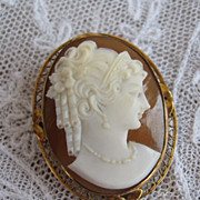 1920s Carved Cameo Brooch Pin Pendant