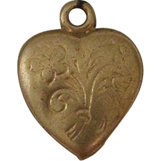 Vintage Doll Size 10 Karat Yellow Gold Heart Shaped Pendant