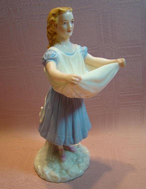 Lovely Porcelain Figurine of Lady, Royal Worcester Mark