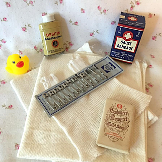 Vintage 1930's Dy-Dee SUPER RARE Effanbee Diaper Pin Card w/ Powder, Gauze, Diapers and Vest