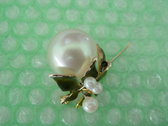 Huge Faux Pearl  Hattie Carnegie Pin Floral Design w Green Enamel Leaves