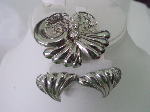 Fan & Filigree Wavy Rhinestone Brooch and Earrings Demi Parure