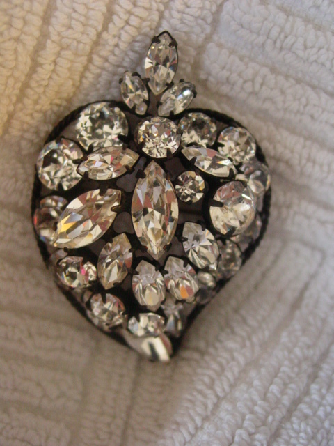 Regency Pin Pendant of Layer Rhinestone Design