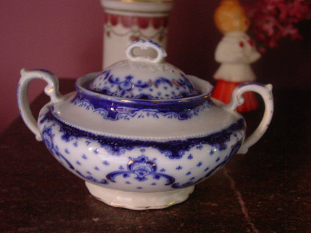 Grindley Flow Blue Keele Pattern w Gold Accent Sugar Bowl & Lid
