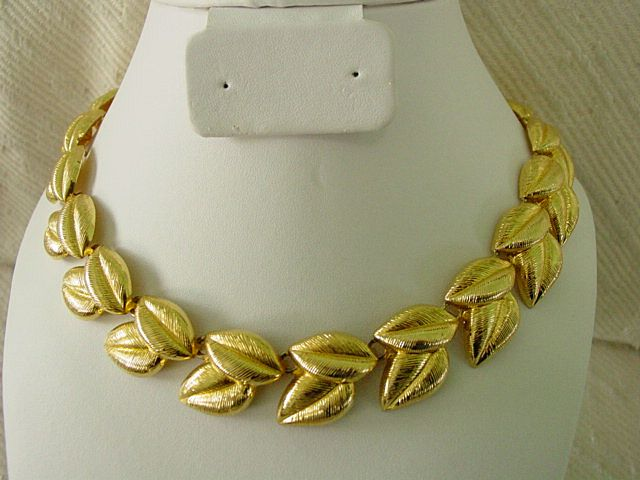 Vintage Double Leaf Link Goldtone Necklace