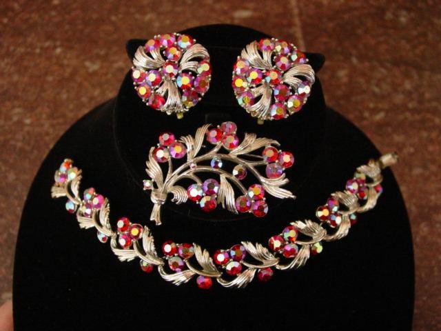 Lovely Red Aurora Borealis Lisner Bracelet Pin Earrings Parure
