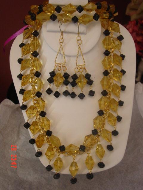 Funky Chunky Dangle Yellow & Black Plastic Parure