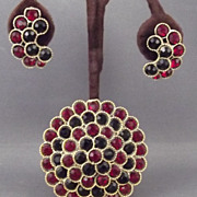 Beautiful Lisner Red & Black Rhinestone Brooch & Earrings