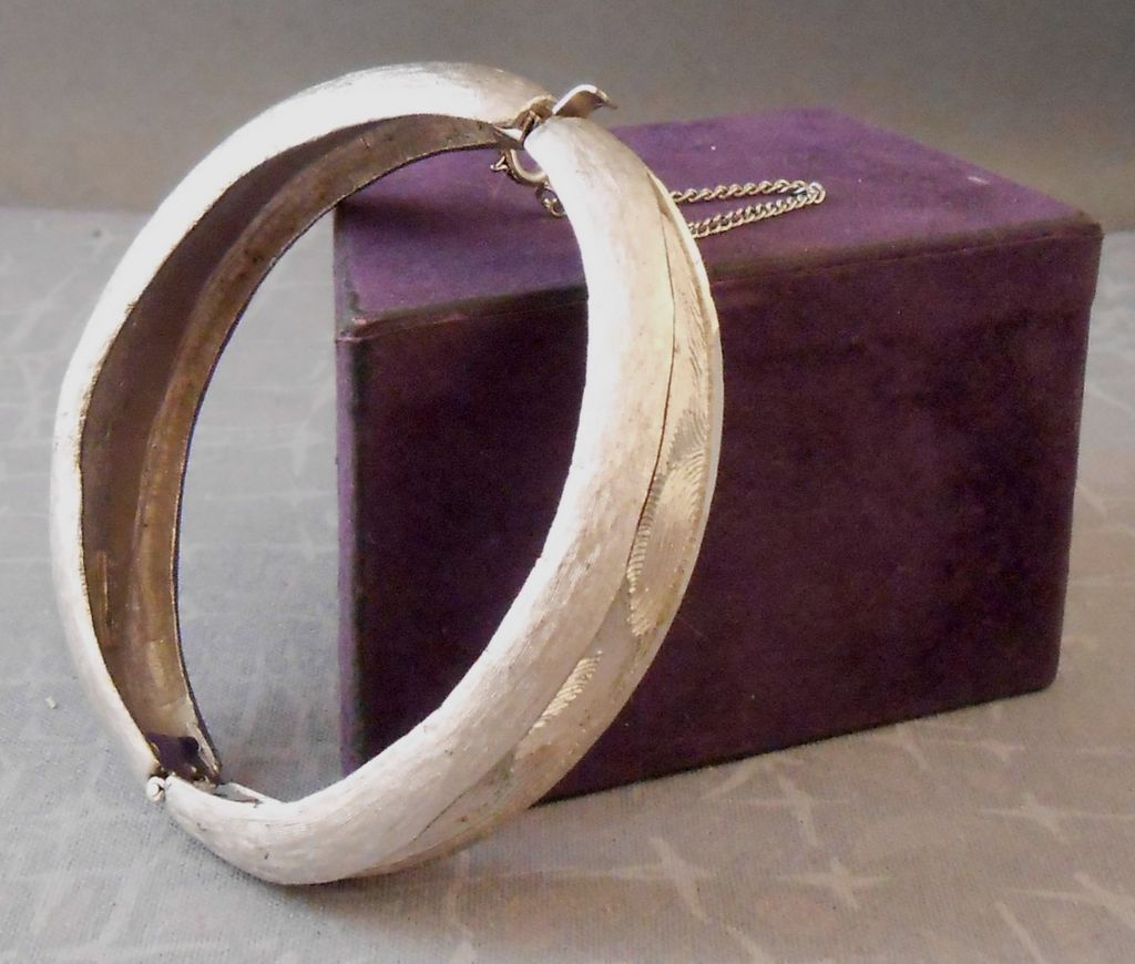 Vintage COROCRAFT Brushed Silvertone Hinged Clamper Bangle Bracelet