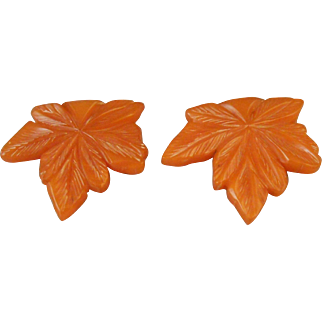 2 Matiching ART DECO Era Carved Butterscotch Bakelite Leaf Dress Fur Clips