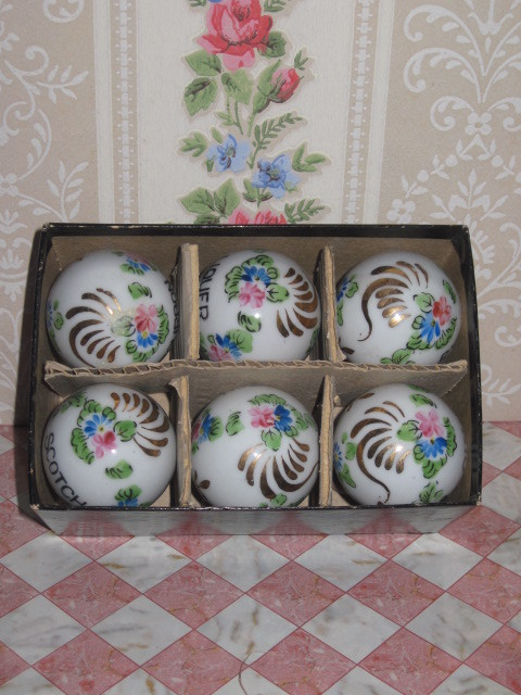 FABULOUS Vintage Boxed Set of 6 Hand Painted Porcelain Liquor Bottle Stoppers