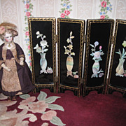 BEAUTIFUL Vintage Miniature Hand Painted Doll Screen For French Fashions