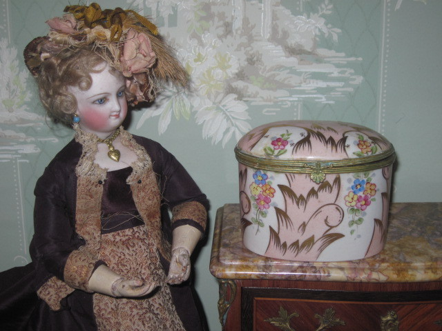 EXQUISITE Circa 1930's Hand Painted Carlin Comforts Porcelain Trinket Box