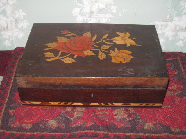 EXQUISITE Old English Wooden Inlaid Trinket Box
