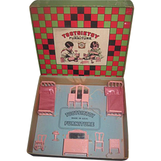 RARE 1920's Complete 8 Piece Pink Enamel Miniature Tootsie Toy Dollhouse Bedroom Set in Original Box!