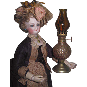 CHARMING Vintage Miniature Gone With the Wind Amber Glass Lamp for FASHION DOLLS!