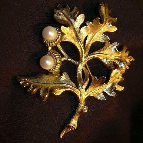 Boucher Gold Flower  Brooch With Pearls Fine Signed Vintage Costume Jewelry