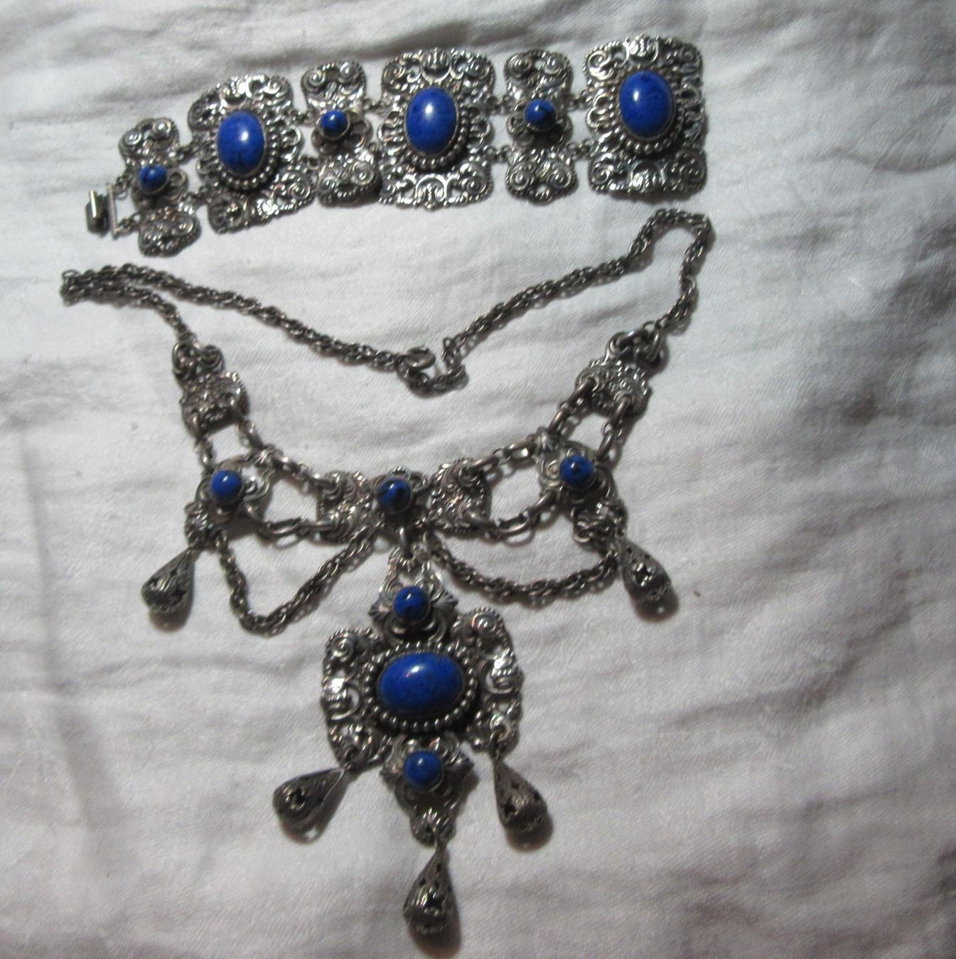 Silver Metal Festoon Necklace & Bracelet Set Fine Costume Jewelry