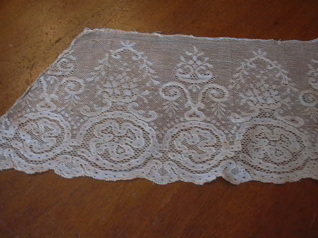 Old White Wide Needle Lace Piece