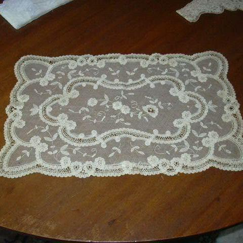 Fancy Old Net & Lace Table Mat