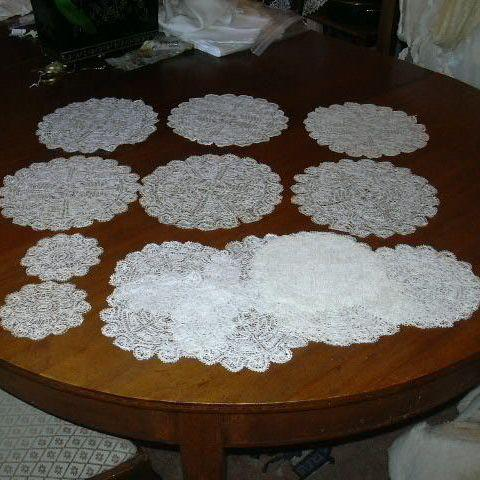 19 Piece Set Lace Table Rounds Doilies Mats
