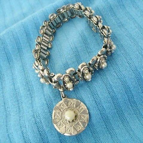 Tiny Imitation Pearls Highlight 1950's ART Bracelet