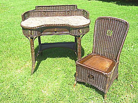 Natural Art Deco Vintage Wicker Desk and Chair Circa 1920's - Natural Art Deco Vintage Wicker Desk And Chair Circa 1920's From