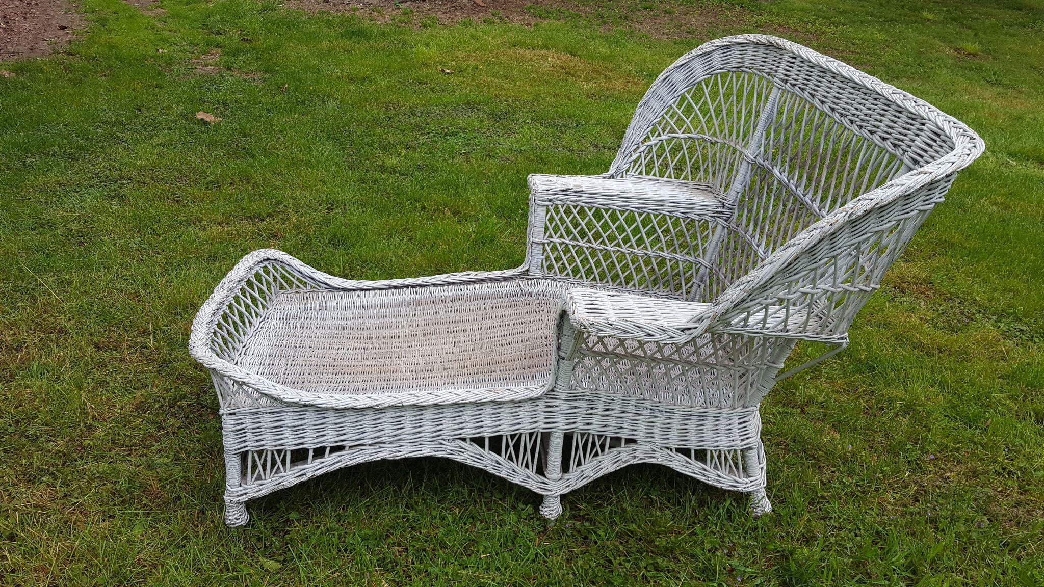 very rare vintage bar harbor wicker wing back chaise. Black Bedroom Furniture Sets. Home Design Ideas