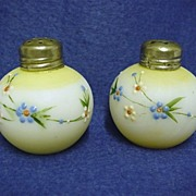 Salt and Pepper Shaker Mt. Washington Glass Little Apple