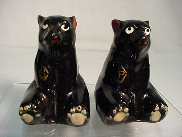Salt and Pepper Shaker Set Sitting Bears