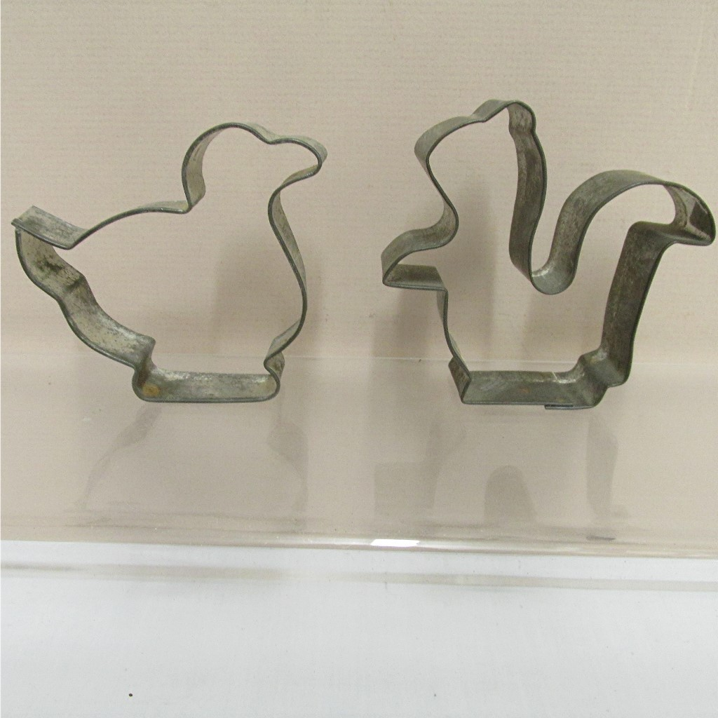 Cookie Cutters Tin  Squirrel and Duck