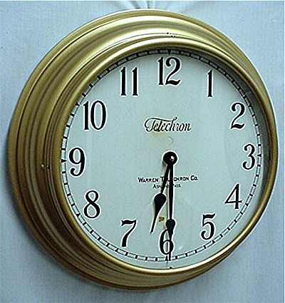 Round Gallery Wall Clock 18 Inch Diameter Runs And Keeps Time