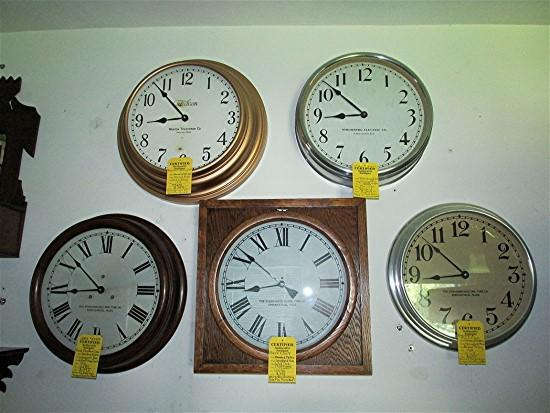 Round Gallery Wall Clock 18 Inch Diameter Runs And Keeps ...