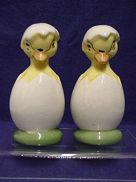Salt and Pepper Set Chicks in Half Shell Shakers