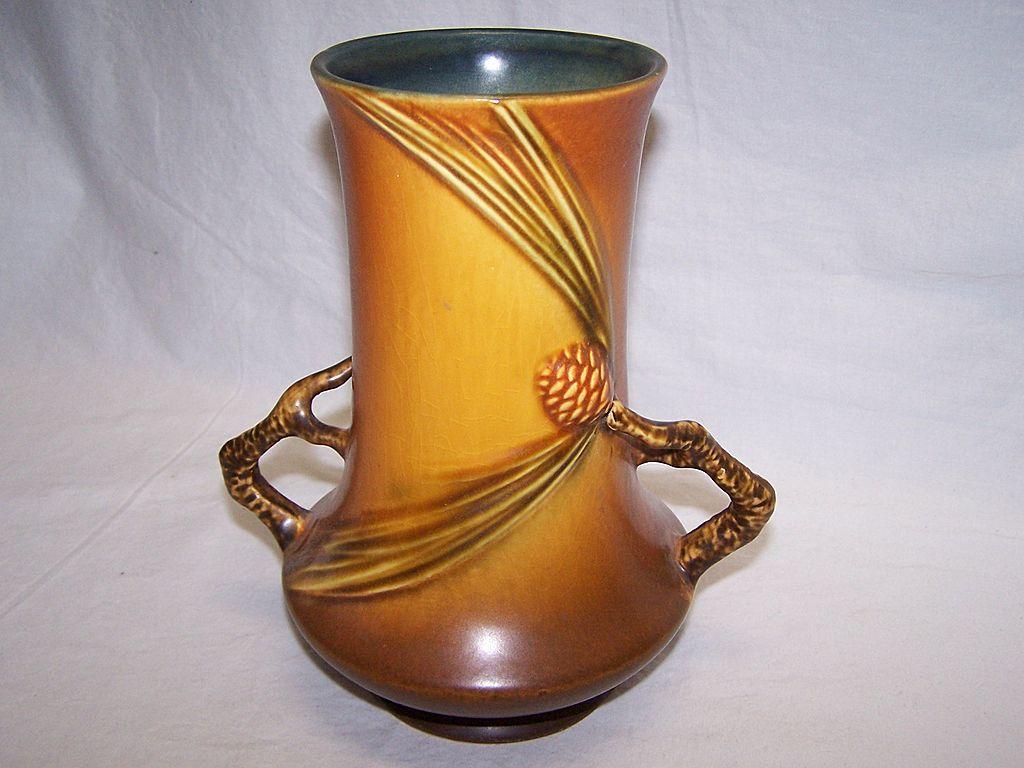 Roseville Pottery Pine Cone vase, 842-8