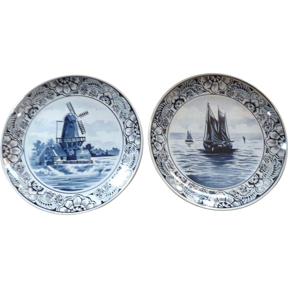 Pair of Antique Villeroy & Boch Hand Painted Delft Plates