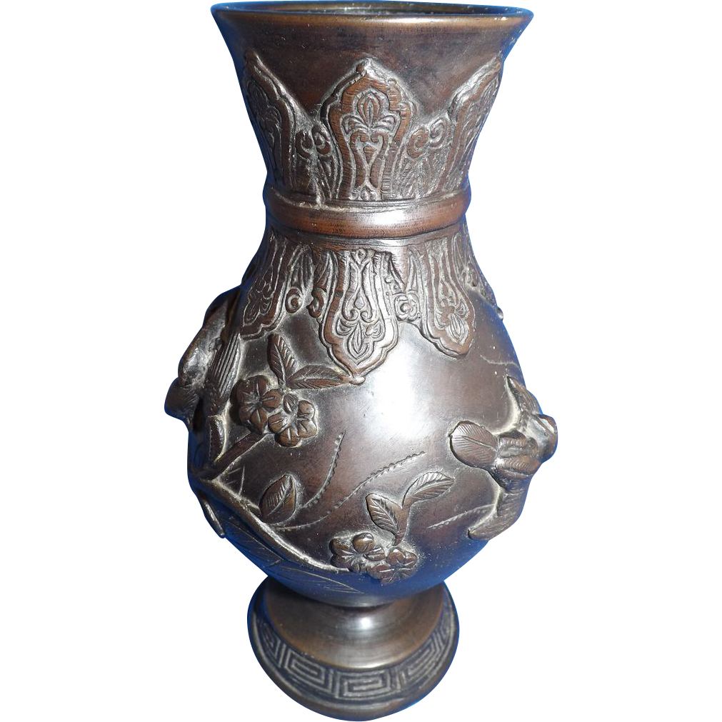 Beautiful Meiji Period Japanese Bronze Vase