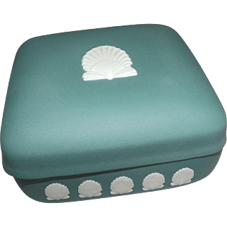 Wedgewood Jasperware Green Sea Shell Trinket box