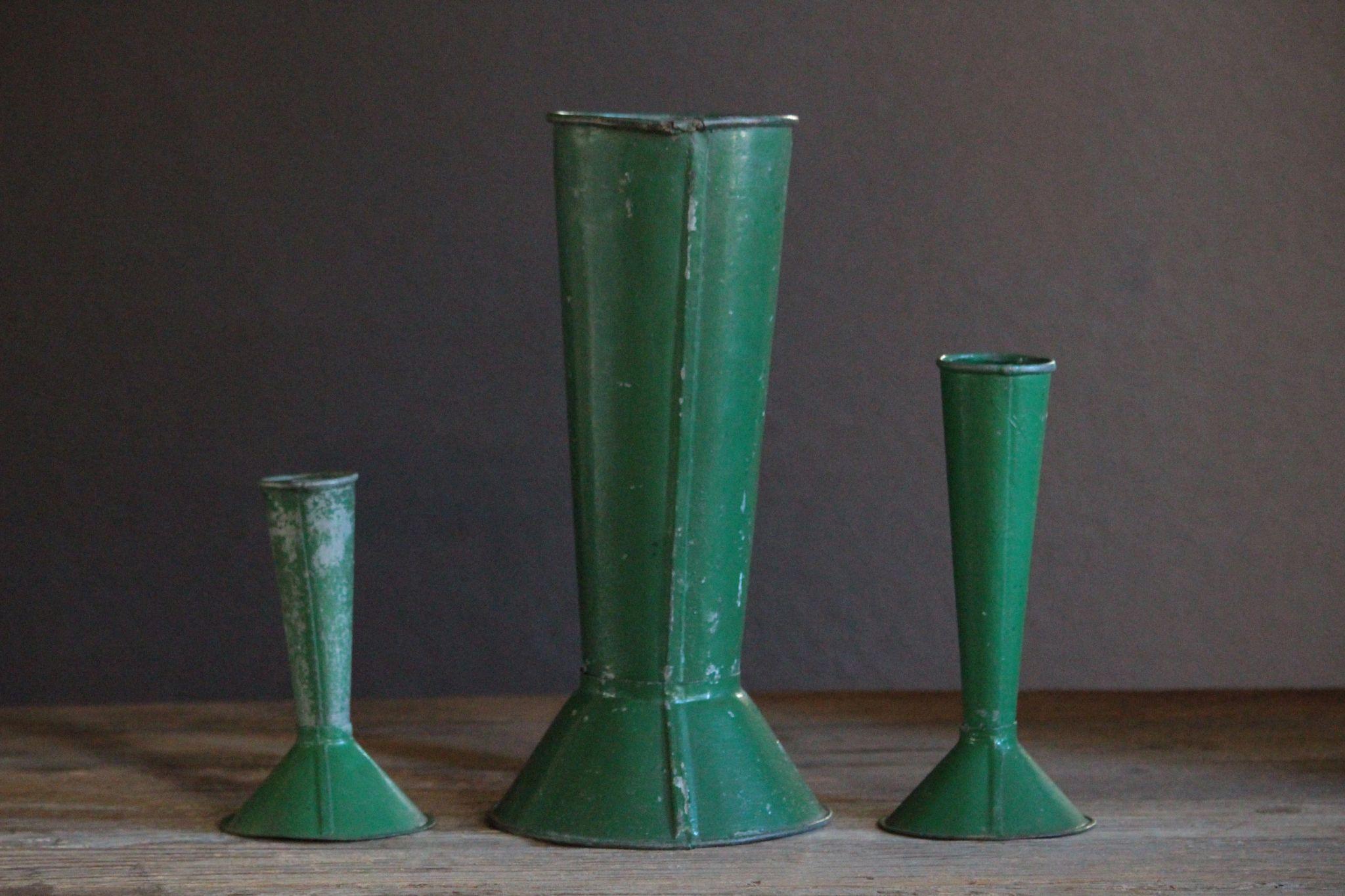RL-EA002261.7L Zinc Flower Vases on zinc car, zinc dog, zinc table, zinc metal, zinc basket, zinc chest, zinc patina, zinc desk,