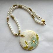 Mother-of-Pearl/Shell Necklace & Earring Set - Pretty!
