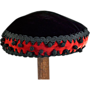 Exotic Vintage Red and Black Beret